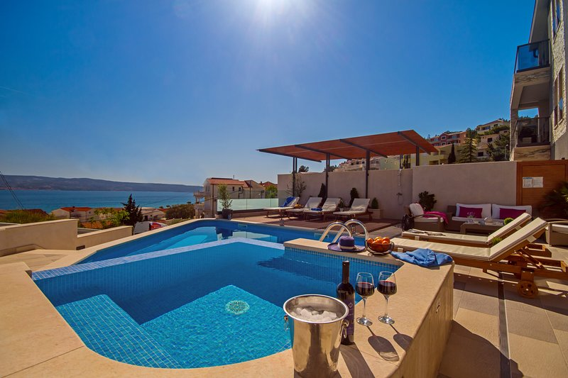 LUXURY VILLA BANE with pool, whirlpool, pool table, playroom, 5en-suite bedrooms, alquiler de vacaciones en Omis
