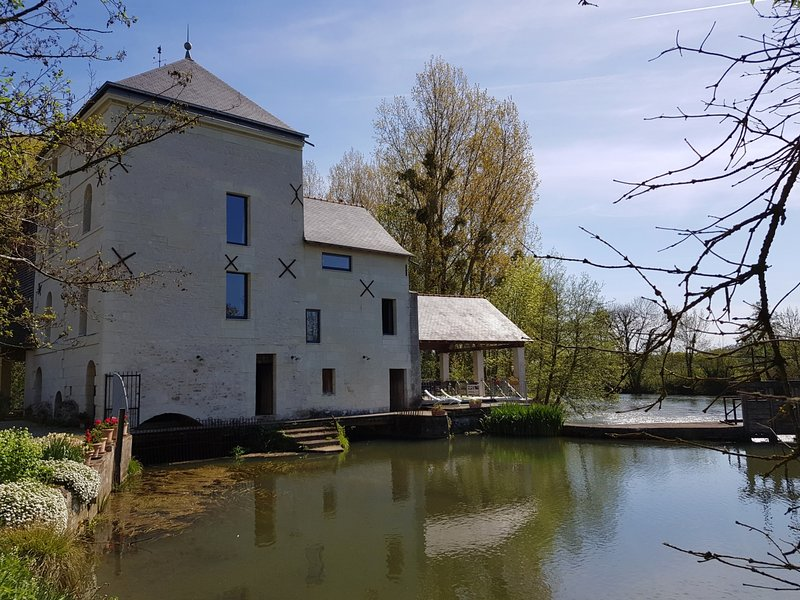 Holiday home with beautiful lake view, location de vacances à Ingrandes