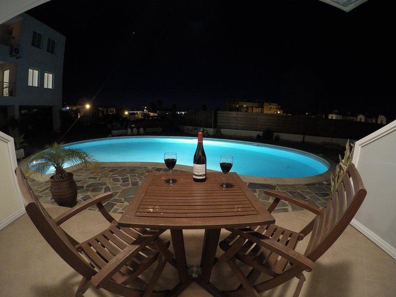 Terraza privada en la noche