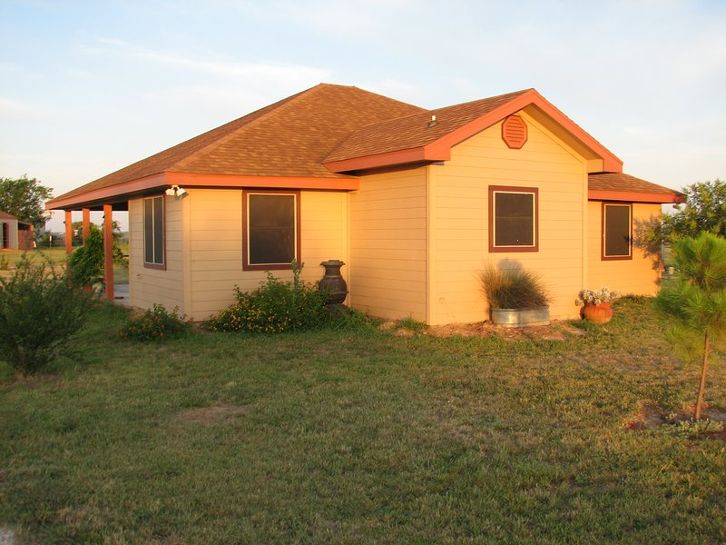 Hill Country Hideout - on 40 acres with a 360 view of the Hill Country., location de vacances à Copperas Cove