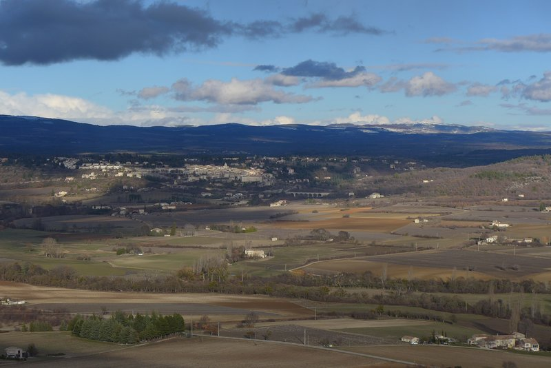 The view of Sault arriving by road from Carpentras