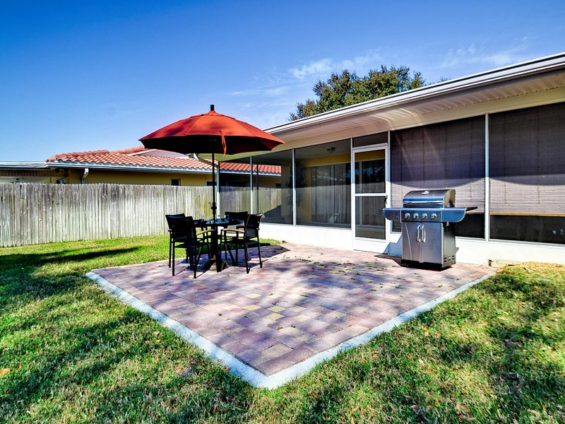 Seminole Vacation house has the perfect backyard for relaxing.