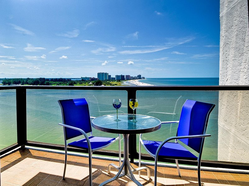 Vistas panorámicas del golfo de México desde el balcón.