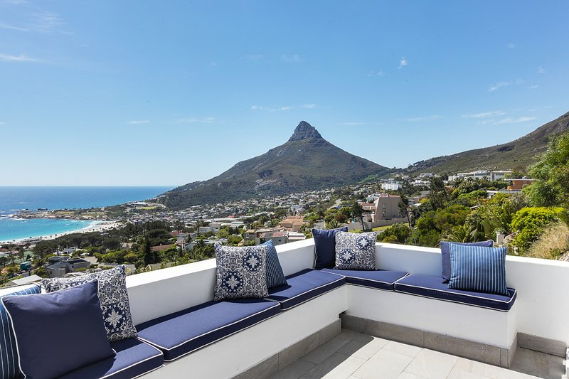 Camps Bay 4 bedroom home with amazing views, holiday rental in Bakoven