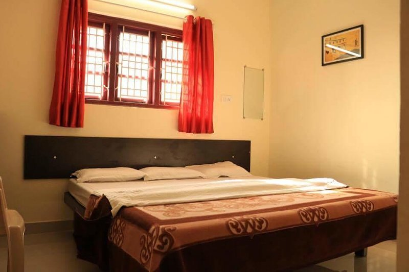 Skylarc Homestay (Bedroom 2), vacation rental in Masinagudi