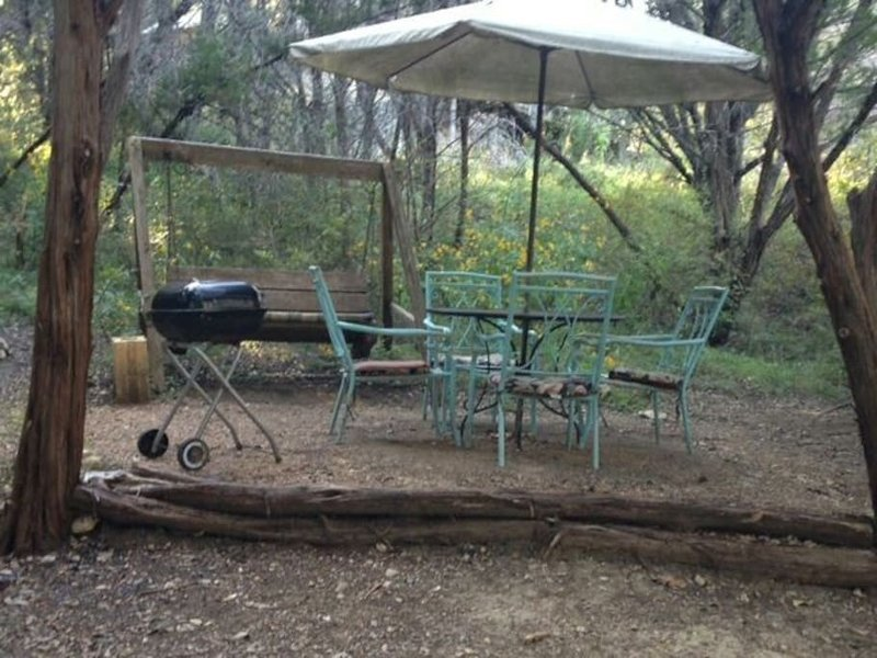 Cozy Mexico Cabin sleeps 5, holiday rental in Marble Falls