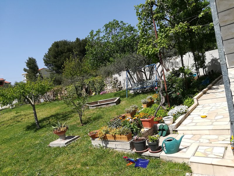 Apartment Moro, between Split and Trogir, holiday rental in Kastel Kambelovac