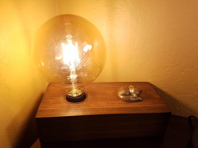 Touchez le renard dormant pour allumer cette lumière globe propre! cabine Red Fox est très élevé tec
