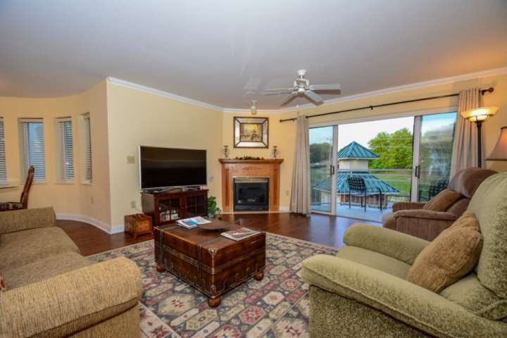 Welcome to Golf Vista #122, a luxurious condominium in the heart of Pigeon Forge!