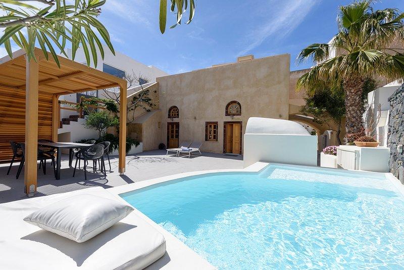 CASA SANTANTONIO - Family Apartment with outdoor Jacuzzi, vakantiewoning in Fira