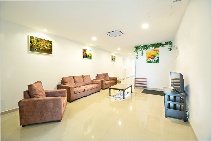 Hard Rock VIP Guest House - Mersing Town, holiday rental in Mersing