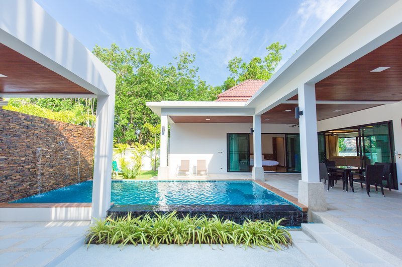 The Nest, New 2 Bedrooms Pool Villa, holiday rental in Nai Harn