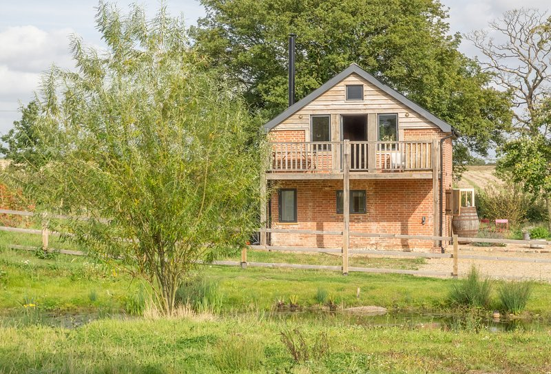 Snow Hall Barn, holiday rental in Heveningham