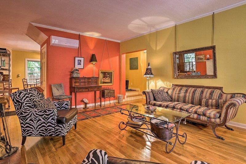 Bénéficiant d'pops fun de couleur, cette chambre a un style unique.
