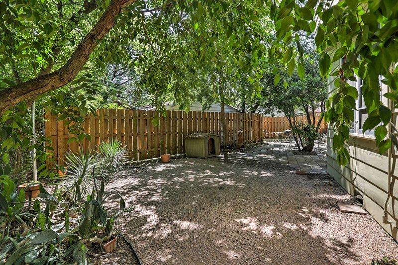 Le sideyard est incroyablement privé.