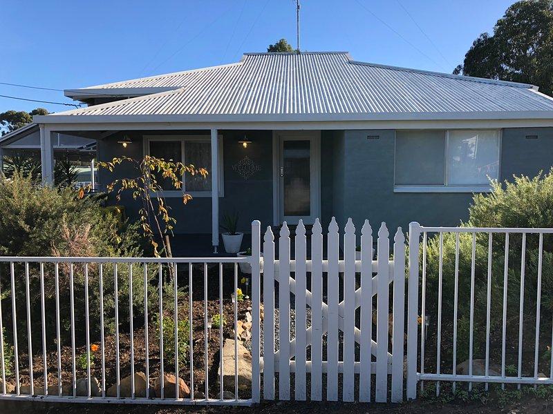 Sua tarifa inclui a casa & jardim, roupa de cama e roupões, ilimitadas disposições Wi-Fi e pequeno-almoço.