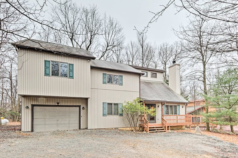 Take advantage of the incredible location close to lake activities & skiing!