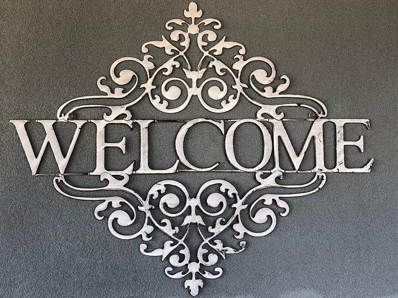 Bem vinda! nós esperamos que você relaxar e viver como um local durante a sua estadia