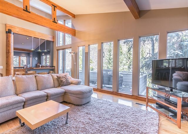 Spacious Vail House in Intermountain - Steps to Vail Village Bus, holiday rental in Minturn