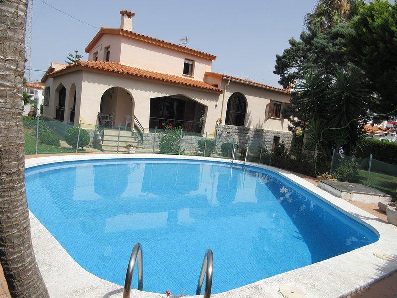 VILLA VITEN. CHALET CON PISCINA PRIVADA 6 PERSONAS A 200 M. PLAYA, alquiler de vacaciones en Vinaròs