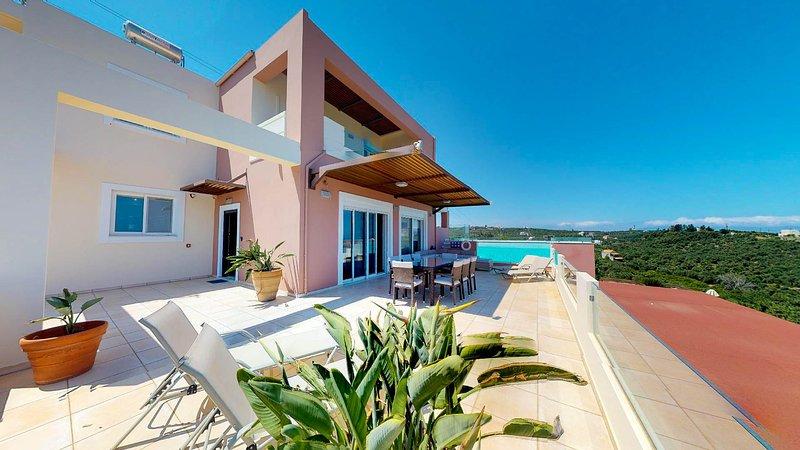 Efie Seaview Luxury Villa, 1km From Stalos Beach Chania, location de vacances à Stalos