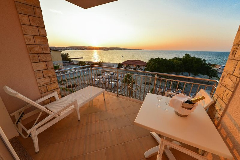 Sunset Deluxe Apartments (C4), vacation rental in Vir