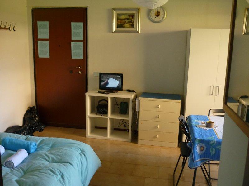 monolocale privato in condominio privato immerso nell verde strada chiusa, casa vacanza a Corsico