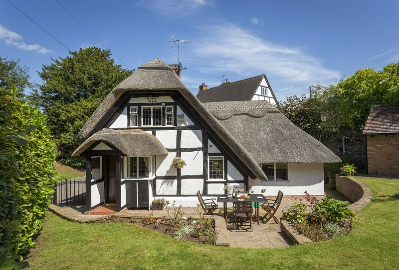 Corner Thatch, holiday rental in North Piddle