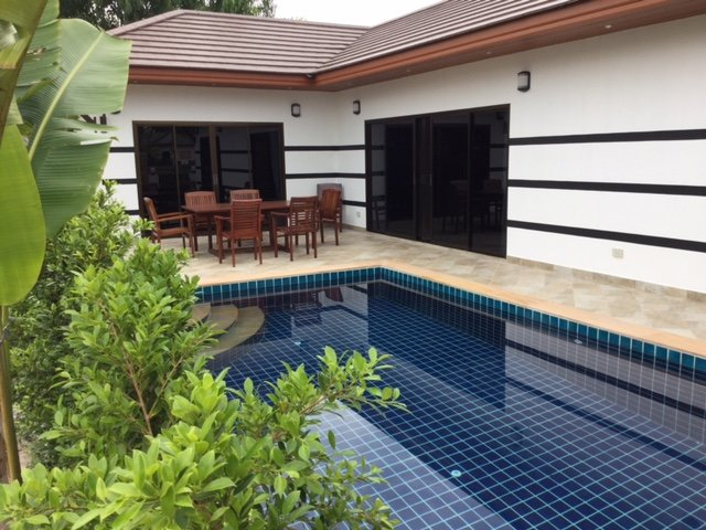 Tropicana Villa 3 bedrooms private swimmingpool, vacation rental in Rayong