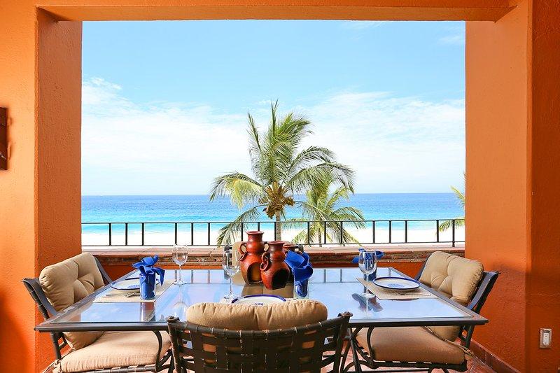 sala da pranzo con vista sull'oceano per 6 sul nostro balcone privato