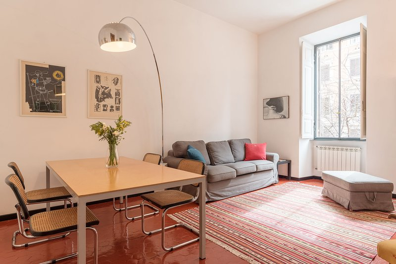 Elizabeth House - AC 2 bedrooms 2 bathrooms bright apartment in Rome city centre, holiday rental in Rome