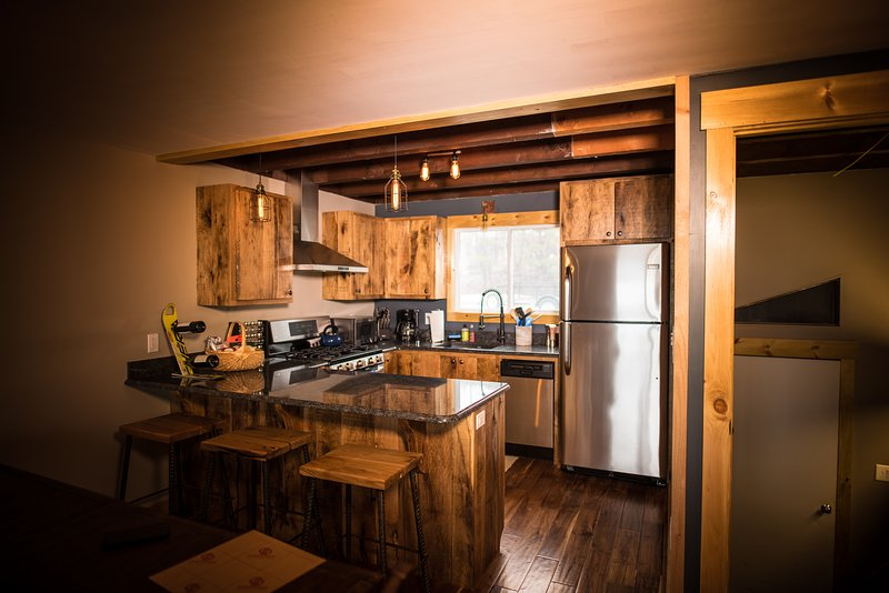 Sno Bear Lodging #1A - On Burke Mt & Kingdom Trails, holiday rental in Concord