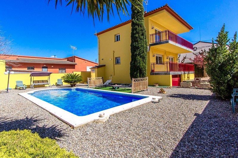 Catalunya Casas: Villa Rodonya, just 19 km to Tarragona beaches!, holiday rental in Figuerola del Camp