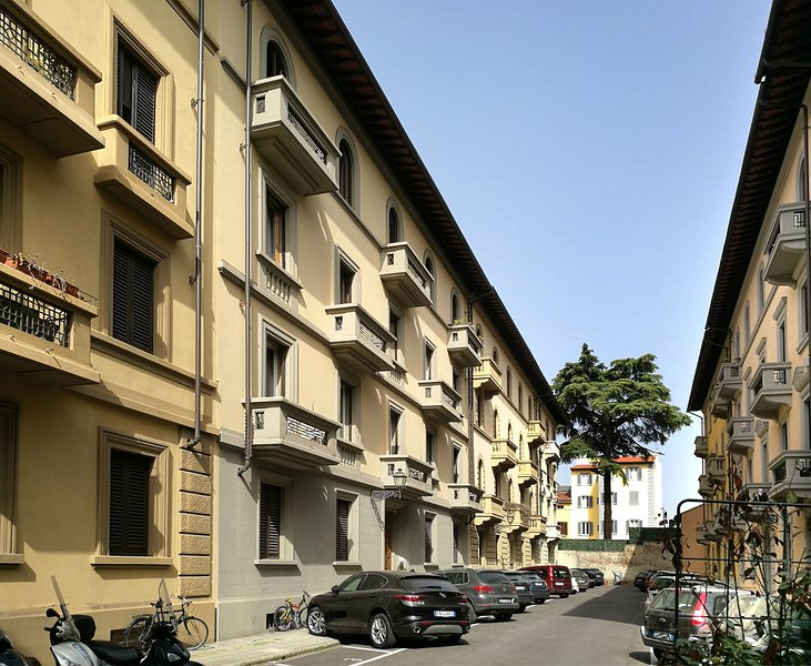 'Magenta Apartment' - Walking distance from the centre, exclusive garden, vacation rental in Florence
