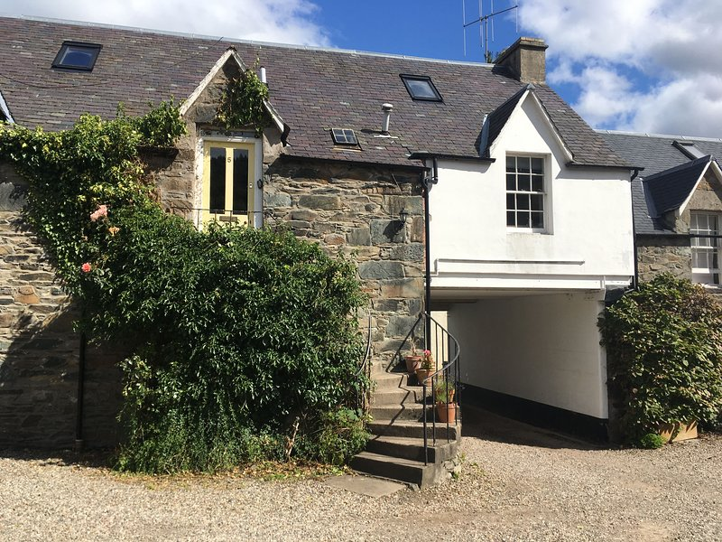 Couthie Cottage in Birnam, near Dunkeld - All you need to explore!, holiday rental in Birnam