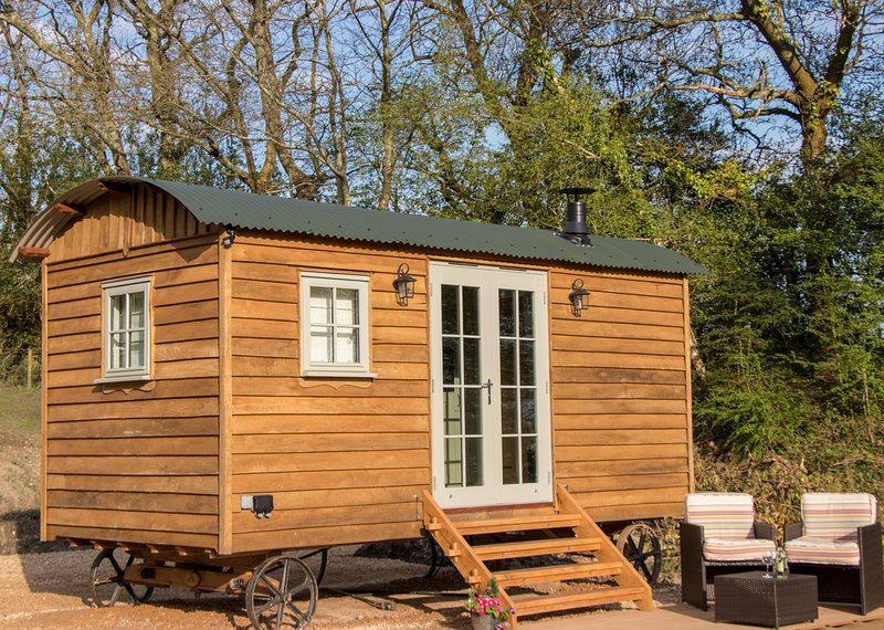 Luxury New Forest Shepherds Hut, holiday rental in New Forest