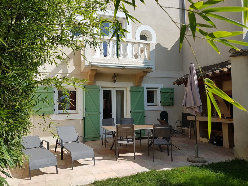 Gîte, Les Oliviers, holiday rental in Le Somail
