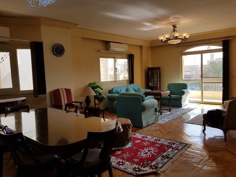 2BR Sunny Apartment in Choueifat, New Cairo, location de vacances à Al Rehab