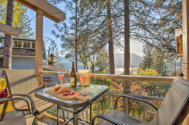 An unforgettable Yosemite retreat awaits at this beautiful vacation rental home.