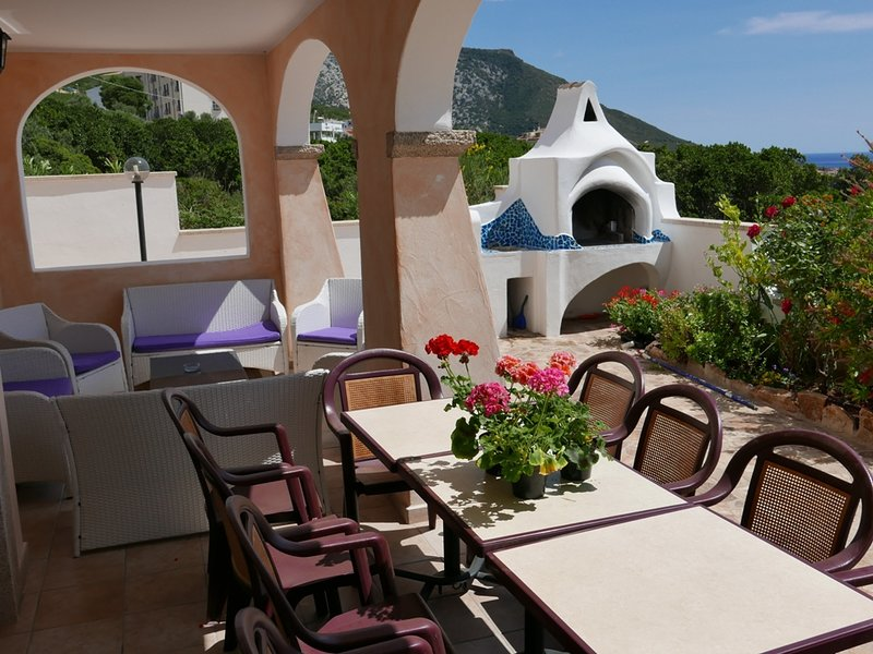 Villa Apartment with garden,veranda,seaview,up to 10 people., vacation rental in Dorgali