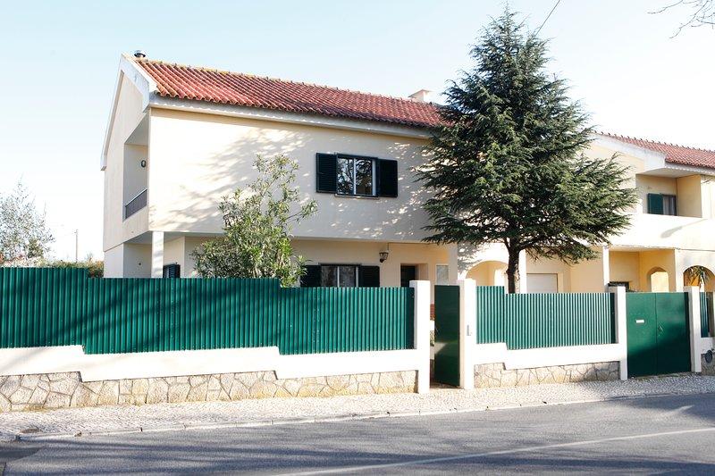 Cascais coast Family  Pool Villa, aluguéis de temporada em Estoril