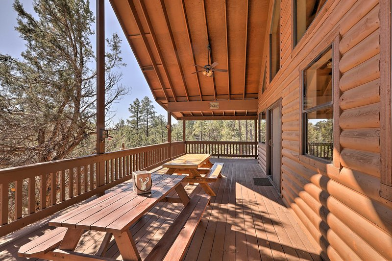 Escape to this charming 4-bedroom, 2.5-bath vacation rental cabin in Show Low!
