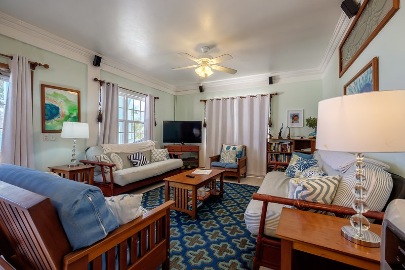 Amenities include central air, ceiling fans, cable and WiFi