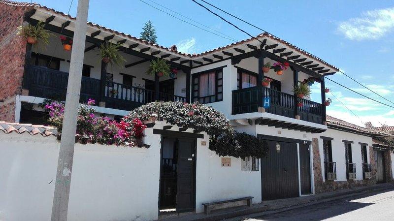 HOSPEDAJE VILLA DE LEYVA CASA VILLA LUGUIANGA, holiday rental in Villa de Leyva