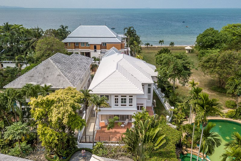 Exclusive Beachfront Villa, holiday rental in Na Chom Thian