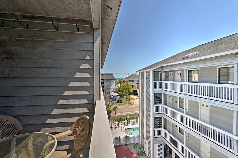 Profitez d'une vue sur l'océan depuis ce 2 chambres, 1 salle de bains condo.