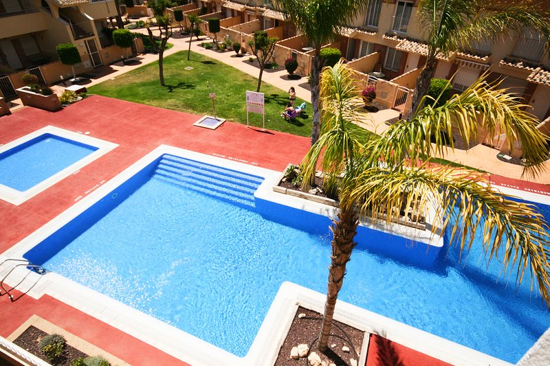 Pool view, Great location, FREE AIRCON, NO CLEANING FEE, FREE WIFI, Ferienwohnung in Los Alcazares