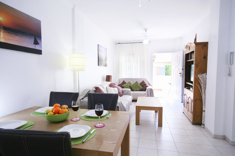 Ground floor, Great location, FREE AIRCON, NO CLEANING FEE, FREE WIFI, Ferienwohnung in Los Alcazares