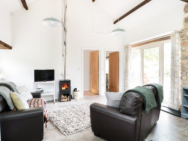 OXBARTON, open-plan, exposed beams, Mendip Hills, Ref 974391, holiday rental in Butcombe