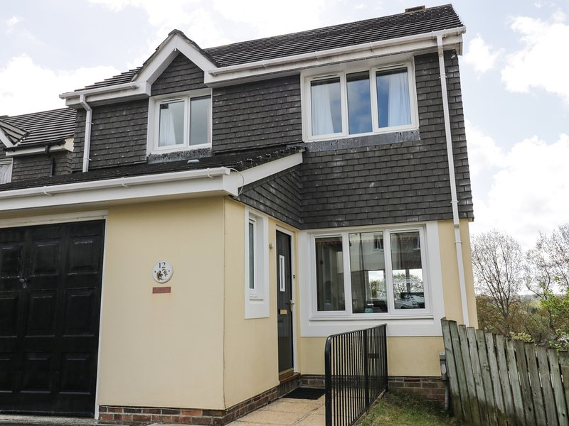 12 KEL AVON, views of Truro Cathedral, en-suite, WiFi, Ref 973864, location de vacances à Trispen